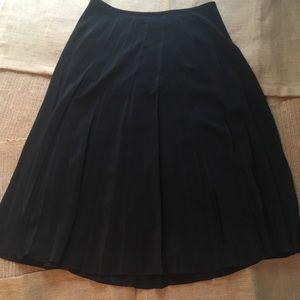 DKNY Pleated Black Lightweight Skirt Sz 4